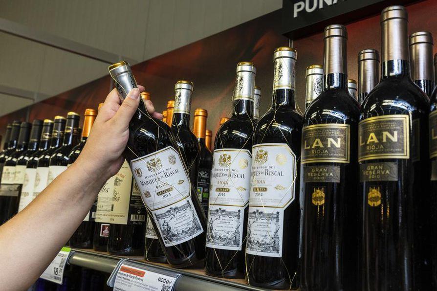 Pohjois-Pohjanmaalla myytiin yhteensä 843 000 litraa valko- ja punaviinejä sekä 403 000 litraa viinoja ja vodkia. Viinan suhde viineihin maakunnassa oli siis 47,9 prosenttia.