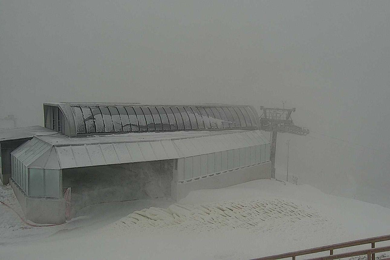 """""""Kyllä lumi luultavasti voisi pysyä tässä vaiheessa"""" – Koillismaan 10-20 sentillä peittänyt sade jatkuu"""