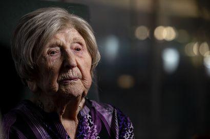 """107-vuotias Dagny Carlsson kirjoittaa blogia, koska ei halua pysähtyä: """"Ei pidä uskoa, kun muut sanovat, ettei tuo sovi vanhoille ihmisille"""""""