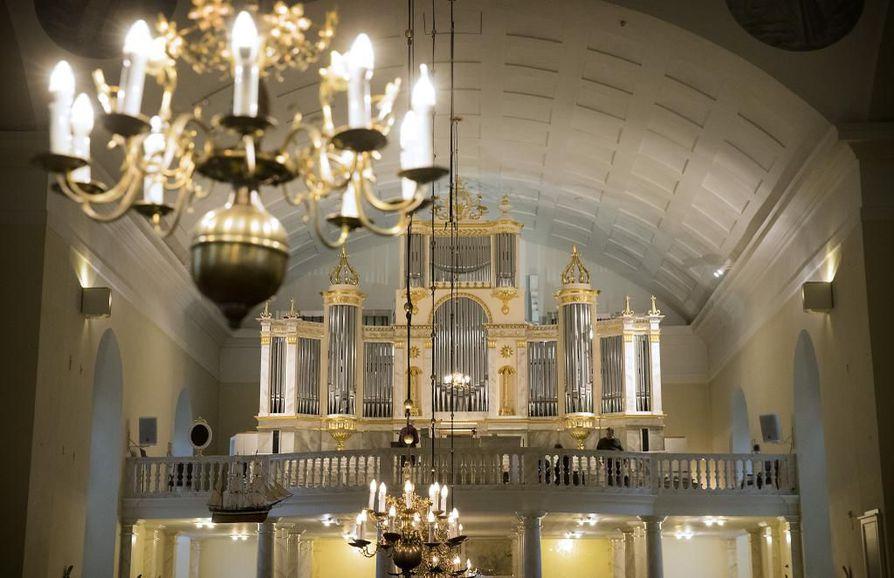 Piispanvaaleissa äänioikeutetuista puolet on Oulun hiippakunnan pappeja ja lehtoreita, toisen puolen muodostavat maallikkoäänestäjät.