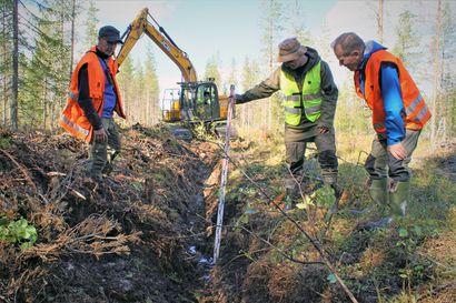 Metsäojia kaivetaan tarpeeksi, mutta ei liian syvälle – metsäojien kunnostuksen vaikutuksia selvitellään hankkeella Pudasjärvellä