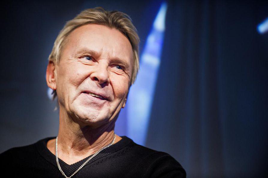 """Kun Matti Nykänen lauloi Helsingin kasinolla vuonna 2017, hän letkautti: """"En ole oikeastaan pelimiehiä, vaikka olen pelimies."""""""