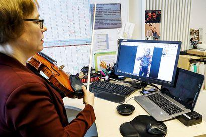 Korona sulki Lapin musiikkiopiston ovet, mutta opettajat ja oppilaat eivät jääneet tuleen makaamaan – näin musiikinopetus onnistuu etänä