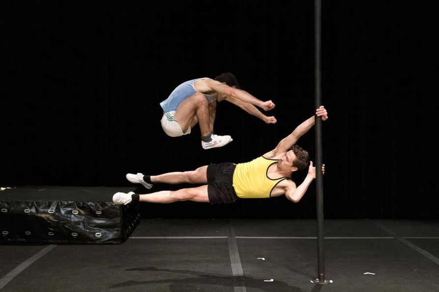 Akrobaattien esitys on vaativa kuin urheilijan kisasuoritus: kiihkeä, verenmakuinen ja jopa tuskainen.