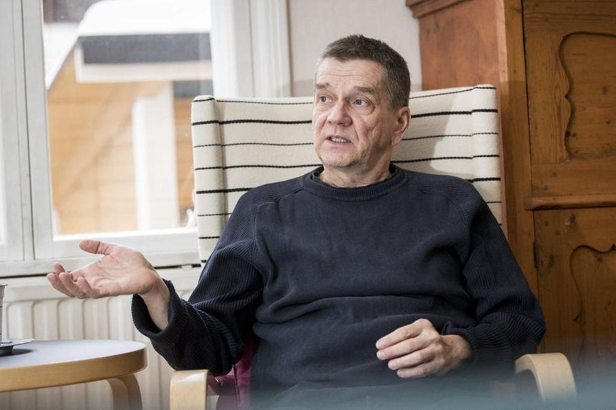Hämeenlinnalainen Olli Jalonen on yksi kirjallisuuden Finlandia-ehdokkaista. Hän on voittanut palkinnon vuonna 1990 ja ollut aiemmin ehdolla vuosina 1989, 2008 ja 2014.