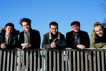 Uutta musiikkia Tanelilta ja yhtyeen trio keikalle Raaheen