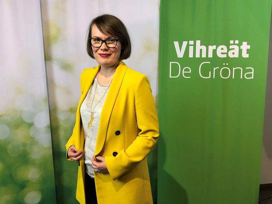 Vihreiden valtuuskunnan puheenjohtaja Kaisa Hernberg johti talouden ja työllisyyden tiekarttaohjelman valmistelua.