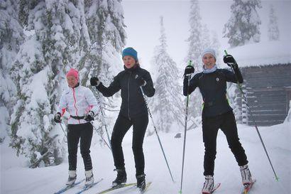"""Kevään hiihtosesonki hyvään alkuun Syötteellä – """"Täällä on turvallisen tuntuista, on helppo pitää etäisyyttä muihin"""""""