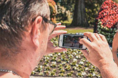 Kesäaika lisää puhelinvahinkoja – muista suojata laitteesi asianmukaisesti