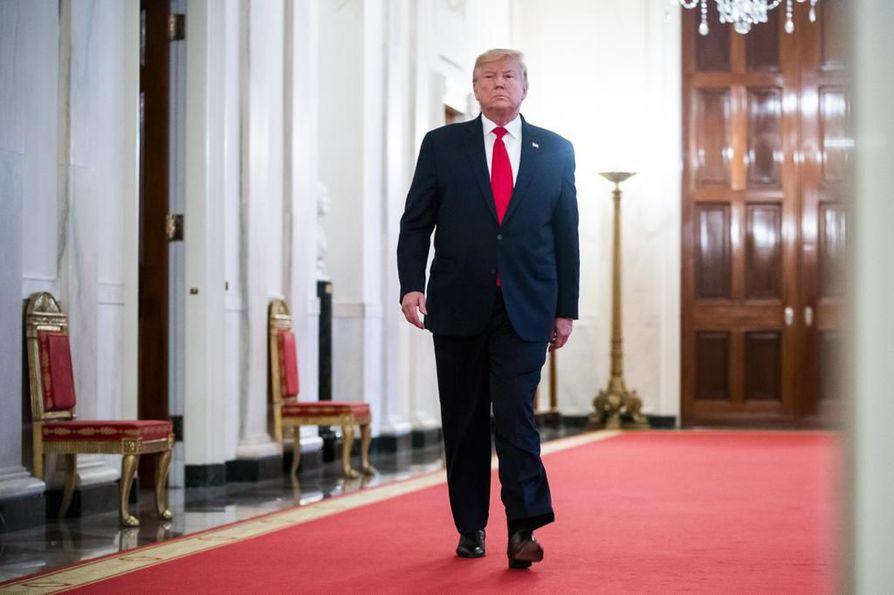 Yhdysvaltojen presidentti Donald Trump reagoi entisen neuvonantajansa paljastuksiin tviittaamalla, että Bolton pyrkii vain lisäämään tulevan kirjansa myyntiä.