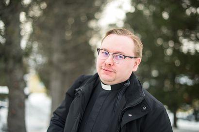 """Taivalkosken kirkkoherra Tuomo Törmänen: """"Hyvä, että hoitokokouksista nyt keskustellaan"""""""