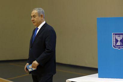 Pääministeri Netanjahun puolue saamassa niukan vaalivoiton Israelissa – jo kolmannet vaalit alle vuoden sisään
