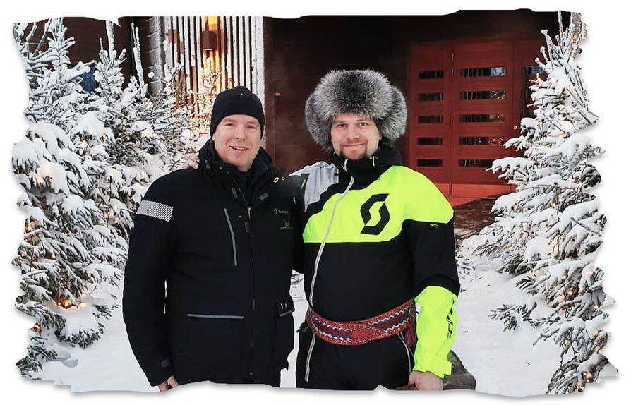 Monacon ruhtinas Albert ja Janne Honkanen poseeraavat toverillisesti kuvassa, joka otettiin vaaran laella Rovaniemellä kuukausi sitten.