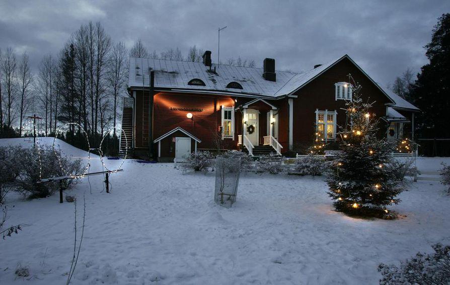 Ketunmaan koululla valmistauduttiin koulun 100-vuotisjuhliin joulukuussa 2009. Arkistokuva.