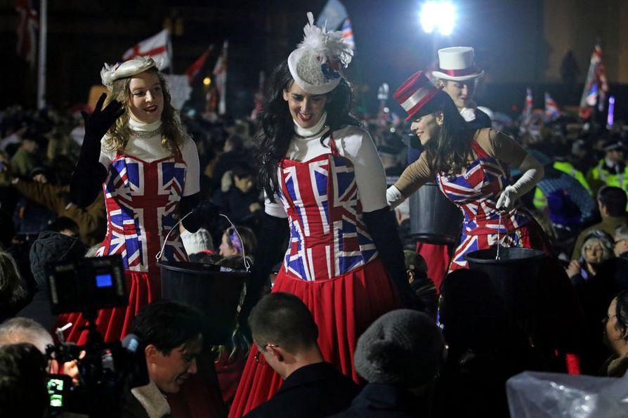 Britanniassa mitään ei oteta liian vakavasti. Lontoossa brexit oli myös burleskin ja hassuttelun juhlaa.