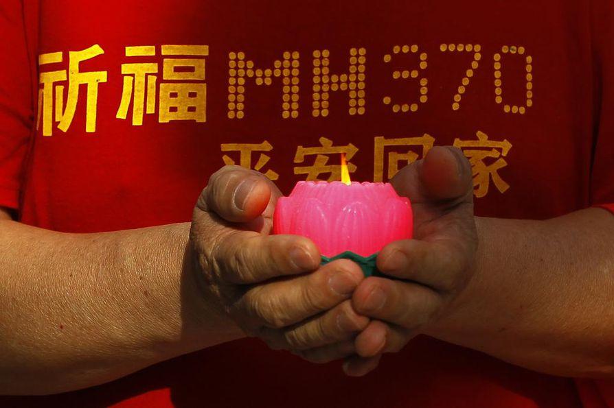 Kadonneiden omaiset ovat muistelleet lentoa Kuala Lumpurissa tapahtuman vuosipäivinä.