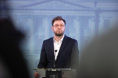 """Yle: Liikenneministeri Harakka esittää, että valtio voisi jakaa joukkoliikenteelle tukea lisäbudjetista – """"Kaupunkien liikennelaitokset ovat tilanteessa, jossa on uhkana, että lippujen hintoja on ihan pakko nostaa"""""""
