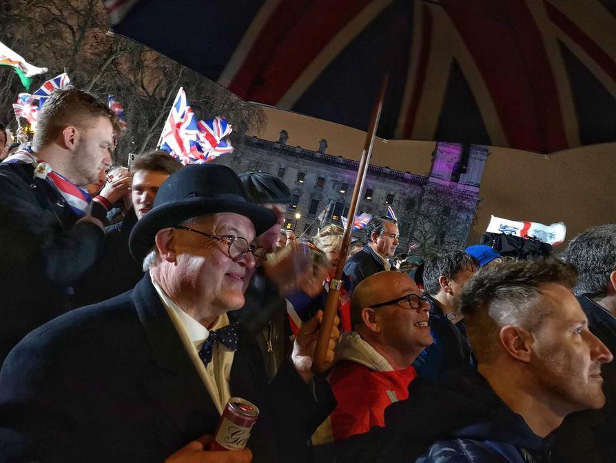 Knalli ja sateenvarjo ovat tekemässä paluuta. Brexitin kannattajat kaipaavat takaisin Britanniaan, jonka asioista eivät EU-byrokraatit määräile.