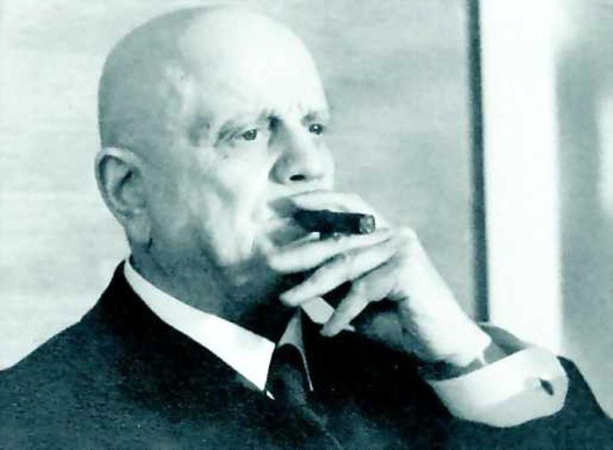 Jean Sibelius ei koskaan myöntänyt lainanneensa Finlandia-hymnin alkutahteja maanmieheltään Emil Genetziltä.