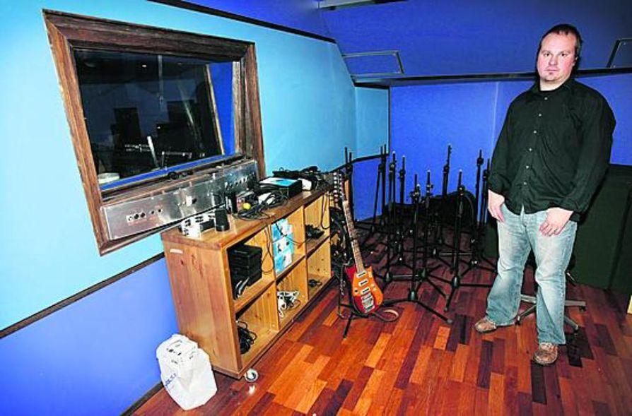 """""""Julkaisemme kaikkea itseämme kiinnostavaa musiikkia"""", toteaa oululaisen pienlevy-yhtiön UHO Productionin Petri Tyynelä."""