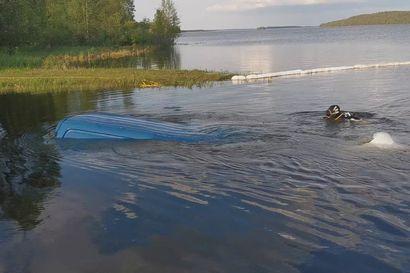Näin sukeltajat nostavat auton vedestä – Nosto vaatii tarkan sunnitelman, pitkän pinnan ja yhdeksän tuntia aikaa