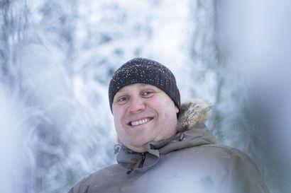 """Jos kuusamolainen on kuin maakotka, se vaatii reviiriä"""" – Tutkimusjohtaja Juha Rahkonen uskoo, että Suomen hyvä koronatilanne johtuu asumisen väljyydestä ja etäisyyttä suosivasta kulttuurista"""