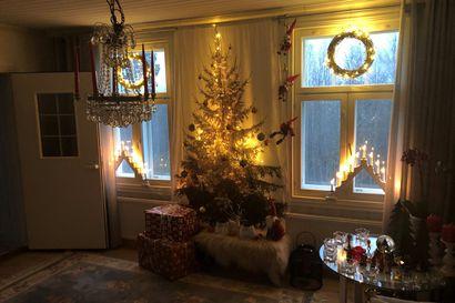 Joulukuusen voi ripustaa vaikka verhotankoon – tunnetko jo nämä kaikki modernit ja kätevät joulukuusen korvikkeet?