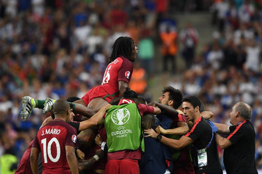 Eder ampui pallon Ranskan verkkoon kaukovedolla.