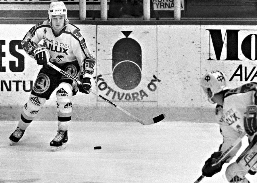 Oulun Kärpissä pelannut Matti Veivo halvaantui lokakuussa 1992 kotihallissa pelatussa jääkiekko-ottelussa. Kuva: Kalevan arkisto