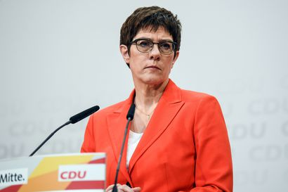 Angela Merkelin seuraajaksi veikattu vetäytyy ehdokkuudesta Saksan liittokansleriksi – Äärioikeistoon kytkeytyvä vaalijupakka heikensi uskottavuutta viime viikolla