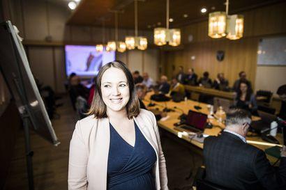 Liisa Ansala jää äitiyslomalle vuodenvaihteessa – Kaupunginhallituksen puheenjohtajan sijaisuusjärjestelyistä päätetään pian