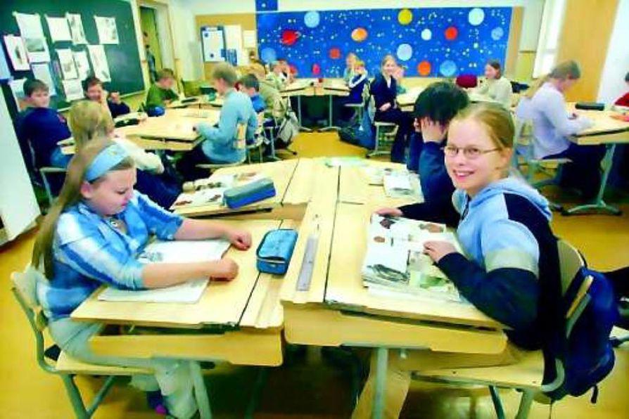 Vielä hetki. Kempeleen Kirkonkylän koulun 6A:n ei tarvitse enää monta päivää kärsiä homeisesta koulustaan. Hiihtoloman jälkeen opetus siirtyy tien toiselle puolen lukion tiloihin.