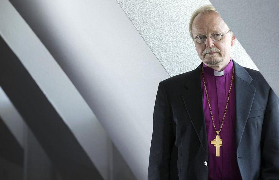 Arkkipiispa Kari Mäkinen ymmärtää, että terrori-iskut herättävät pelkoa,