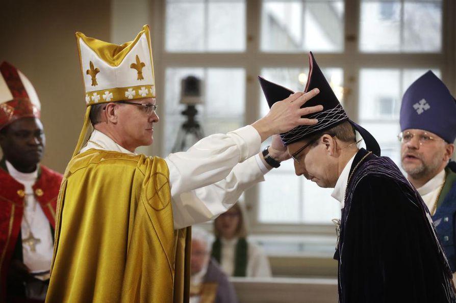 Jukka Keskitalon piispaksi vihkimisen toimitti arkkipiispa Tapio Luoma. Häntä avustivat muun muassa Suomen evankelis-luterilaisen kirkon yhteistyö- ja sisarkirkkojen edustajat.