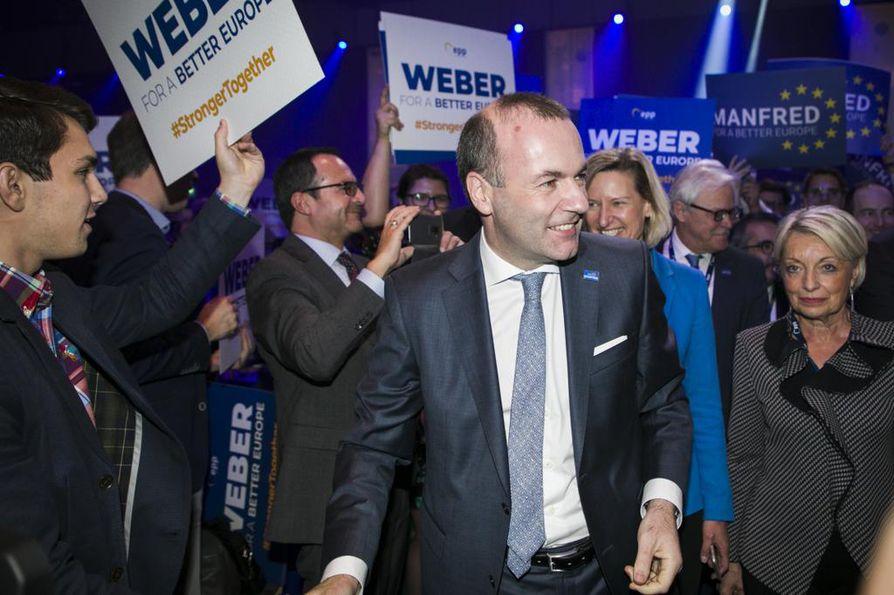Europarlamentaarikko Manfred Weber valittiin EPP-puolueen kärkiehdokkaaksi komission johtoon Helsingissä torstaina.