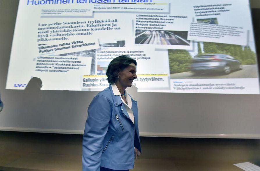 Liikenneministeri Anne Bernerin mukaan nyt on katsottava myös, millä tavalla viime viikolla julkistettua liikenneverkkoselvitystä voidaan hyödyntää. Autoveroa ei tällä hallituskaudella muuteta eikä teitä yhtiöitetä.