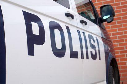 Poliisi otti kiinni kilvettömällä moottoripyörällä paenneen kuskin Oulun Perävainiolla
