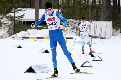 Niko Anttola on nyt myös Suomen mestari - lappilaisilla neljän mitalin päivä Kontiolahden nuorten SM-hiihdoissa.