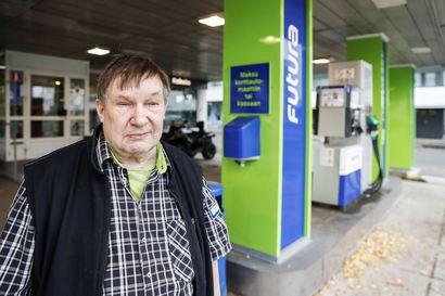 Huoltoasemilta lähtee polttoainetta varkaiden matkaan jopa viikoittain – Juoksubensailmiötä halutaan kitkeä maksutapamuutoksilla