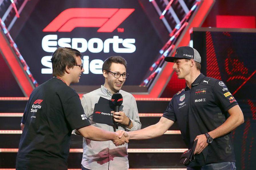Max Verstappen (oik.) toivotti Törmälän osaksi Red Bull -tallia heinäkuussa.