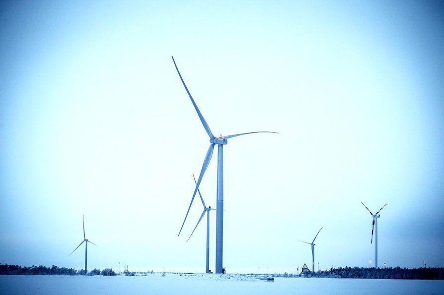 Eduskunnassa on valmisteilla uusiutuvan energian tukipaketti, johon sisältyvä huutokauppajärjestelmä voisi tuoda noin 100 uutta tuulivoimalaa Suomeen.