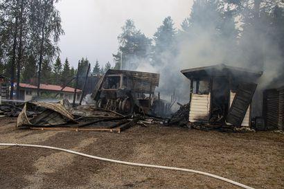 Simon Turskantiellä paloi hallirakennus – Rakennus irtaimistoineen tuhoutui täysin, oli ilmiliekeissä pelastuslaitoksen saavuttua paikalle