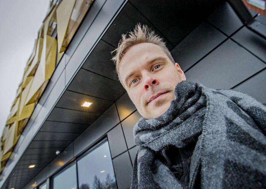 Pekka Saarenheimo ryhtyi jääkiekkoilijan uran jälkeen opiskelijaksi. Opinnot Oulun ammattikorkeakoulussa ovat loppusuoralla.