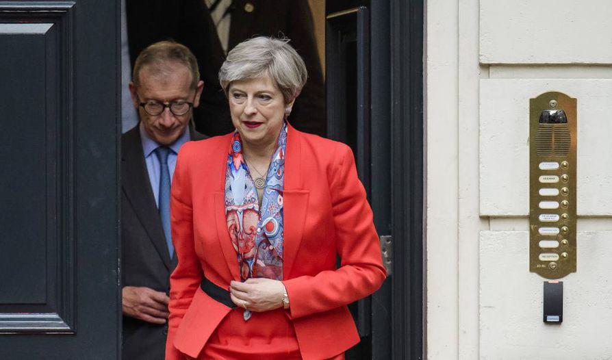Theresa Mayn johtamat konservatiivit eivät onnistuneet saamaan enemmistöä parlamentin alahuoneessa.
