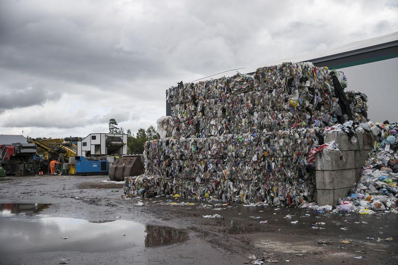 """Uusi jätelaki panee pienetkin taloyhtiöt lajittelemaan jätteensä– """"Siinä olisi iso potentiaali nostaa kierrätetyn jätteen määrää, jos saataisiin suurempi osa ihmisistä lajittelemaan kotitalousjätteensä"""""""