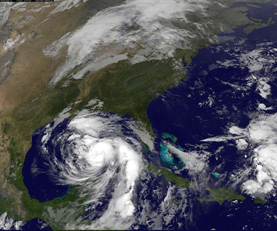 Hurrikaani näkyy satelliittikuvassa. Kuva otettu lauantaina.