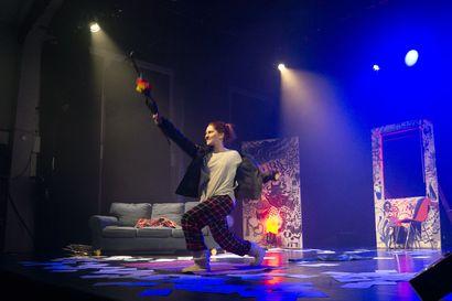 40 vuotta täyttävä Lapin ylioppilasteatteri juhlii palkitulla  masennusnäytelmällä