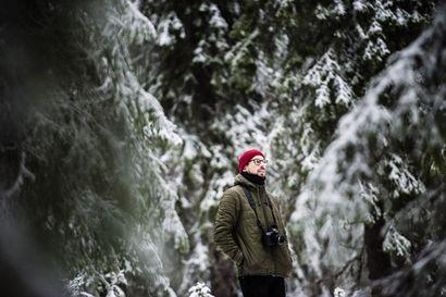 Ihmisen peukalonjälki metsässä: Lapin Kansan valokuvaaja Anssi Jokiranta on yksi tietokirjallisuuden Finlandia-palkinnon voittajista