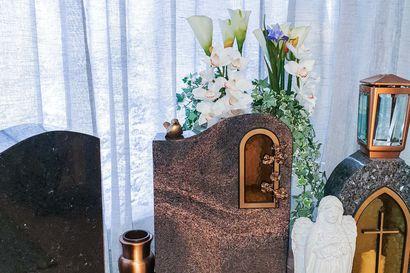 """Hautakivien ja nimikaiverrusten aika on nyt – """"Hautakiveä voi personoida monin eri tavoin"""""""