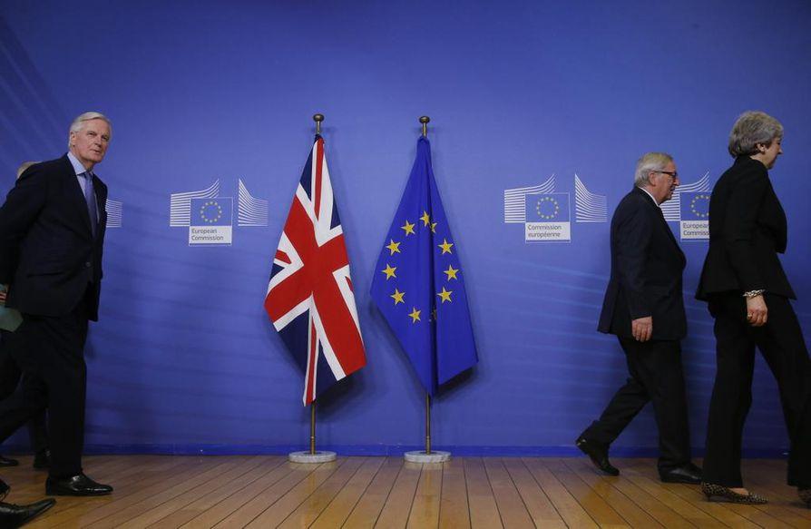 Michel Barnier, Jean-Claude Juncker ja Theresa May neuvottelivat Britannian EU-erosta vuosia. Brexit on yhä avoin ongelma unionissa.